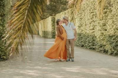 Anna and her husband Dennis kissing in a beautiful garden